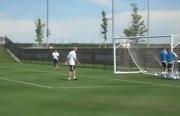 Zidane ridicule un gardien
