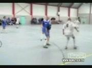 Humiliation en foot en salle