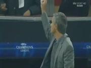 Mourinho provoque les supporters du Milan AC