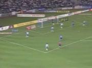 Roberto Carlos marque d'un angle impossible
