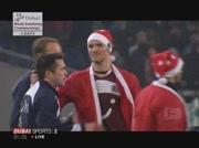 Joueurs de Hanovre portent le tenue de Santa Claus