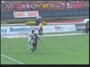 Roberto Carlos se fait humilier par son adversaire !
